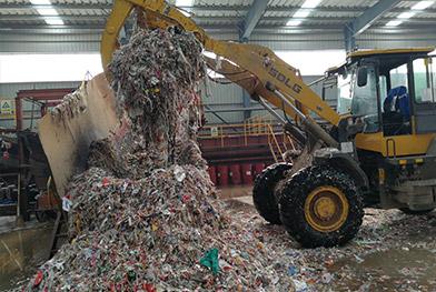 造纸厂绞绳废料破碎生产线现场,破碎处理系统